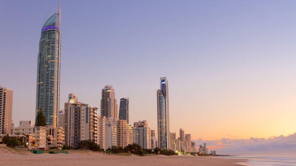 شاطئ سيرفرز بارادايس surfers paradise في استراليا