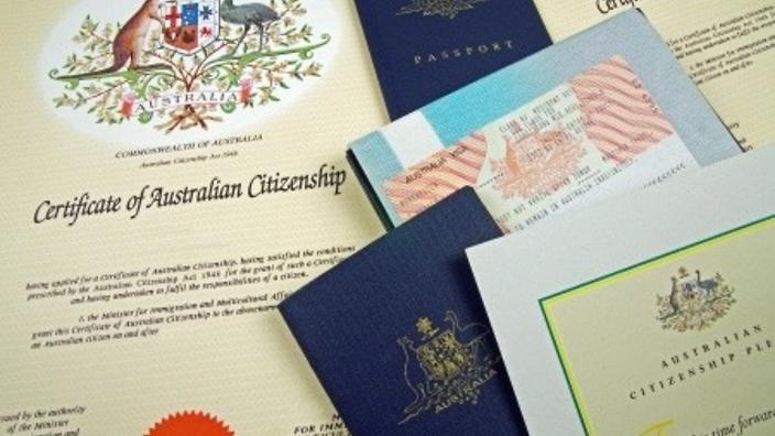 منح الجنسية الاسترالية